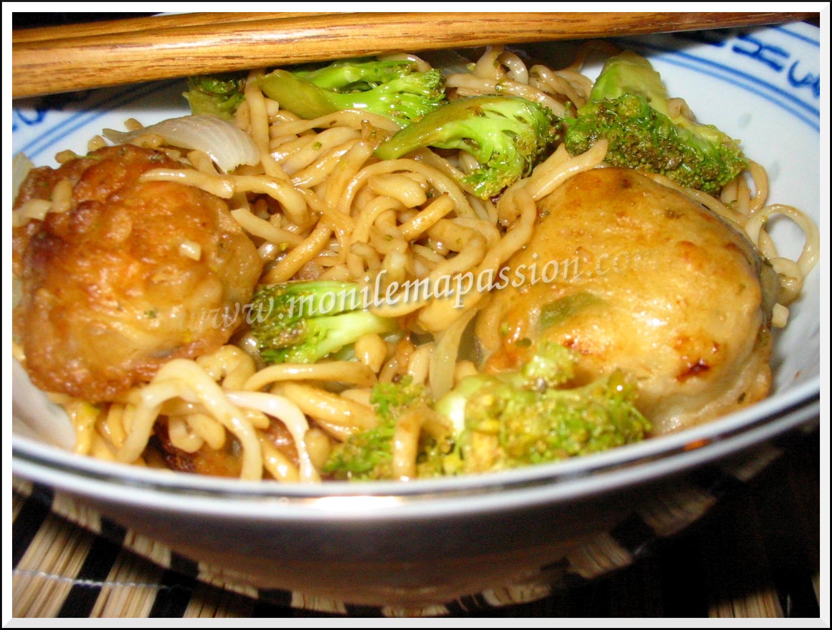 Nouilles sautées au brocoli & tempura de poulet