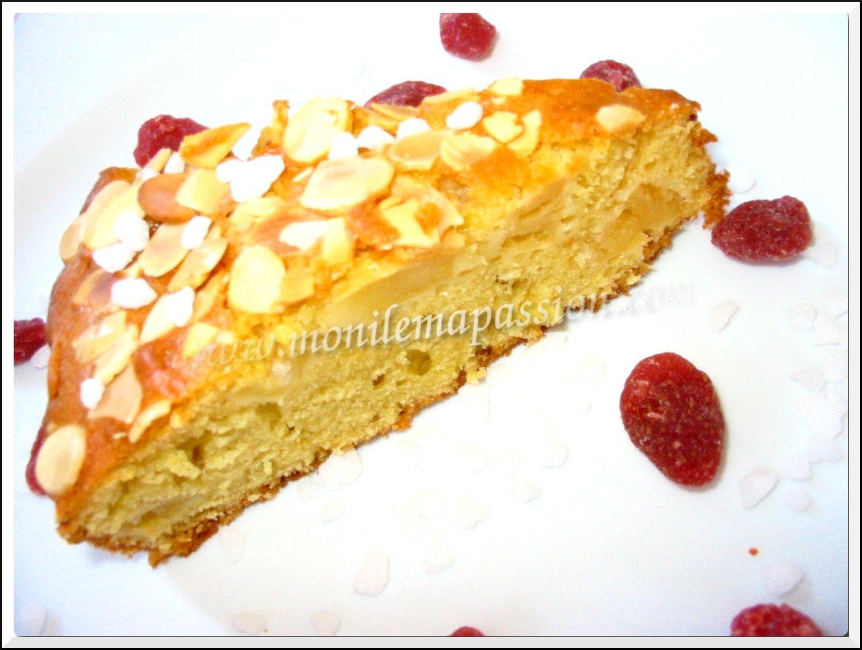 Gâteau aux pommes parfumé à l'eau de rose