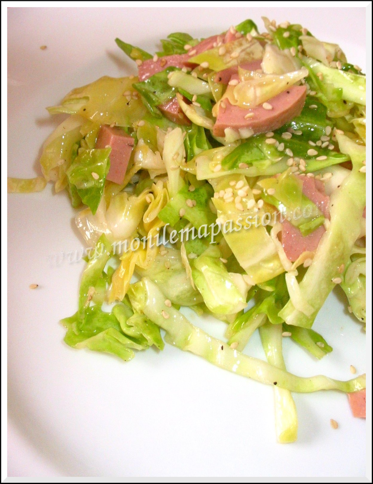 Salade de chou vert au saucisson de volaille