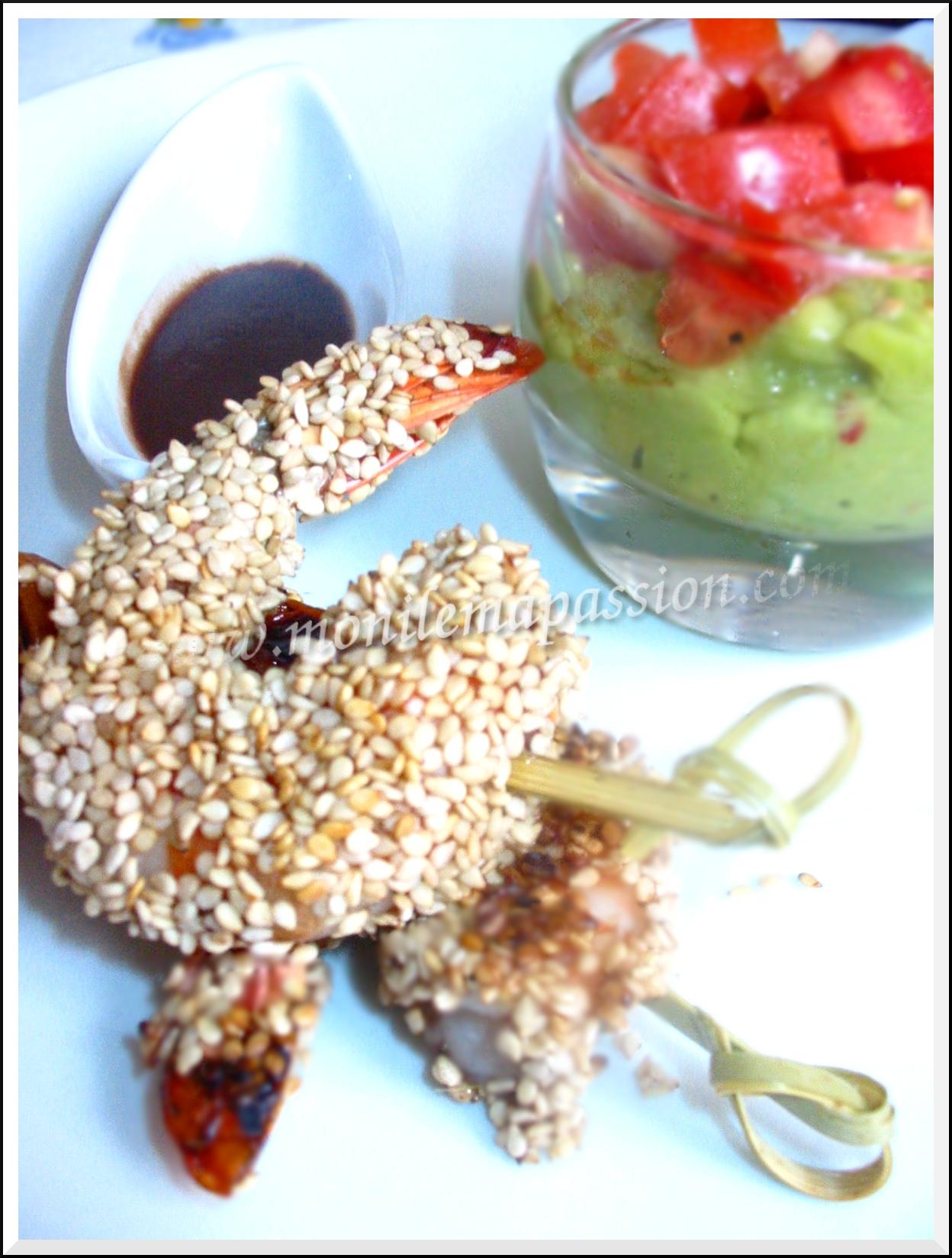 Crevettes croustillantes au vinécao et sésame à la plancha
