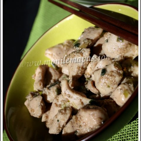 Fricassée de poulet au punch letchis et graines de sésame