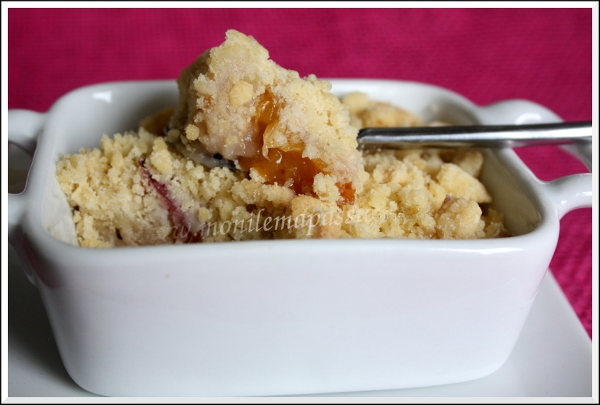 Crumble bananes, nectarines et fraises – Banana, nectarine and strawberry Crumble