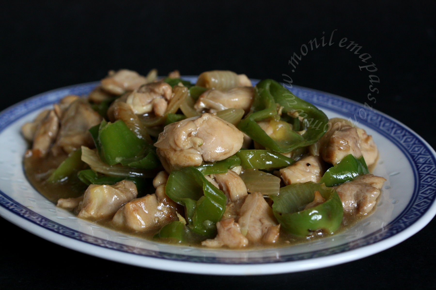 Poulet gros piments – Green sweet chili peppers and chicken stir fry