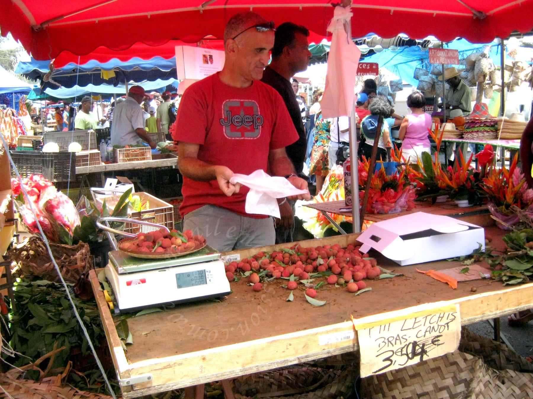 Le marché forain de Saint-Pierre (La Réunion) - Saint Peter's farmers' market (Reunion Island)
